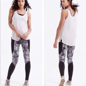 Lou & Grey Form Etchblock leggings Sz Small